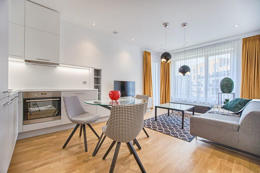 Chaise scandinave dans une cuisine