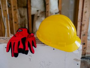 Gant et casque de protection de chantier
